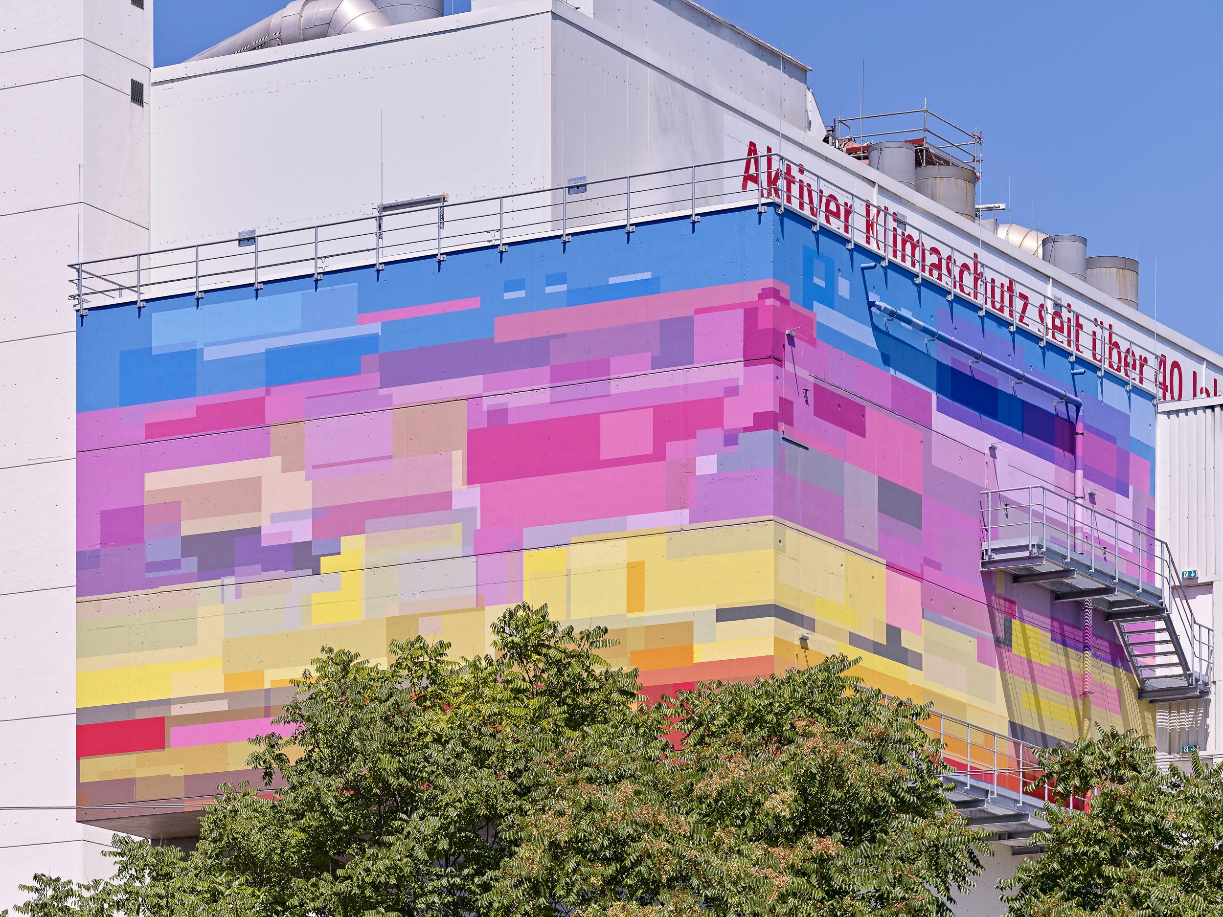 Fassadengestaltung-Industrie-Ludwigshafen-modern-farbig-bunt-kraftwerk-beton.jpg