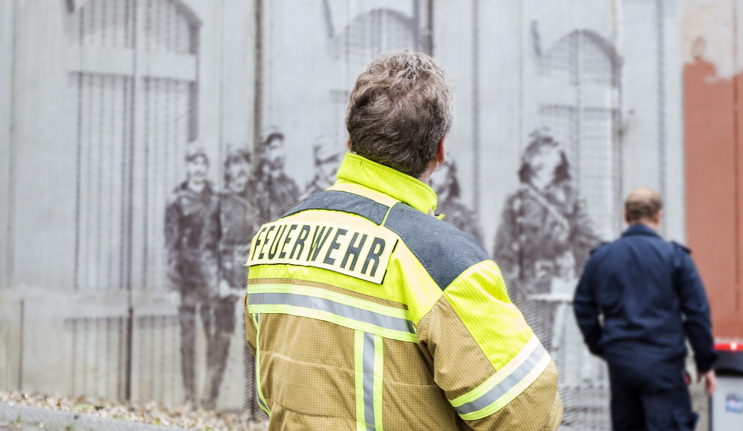 Wandmalerei-Raster-Feuerwehrmann-Parkhaus-Fassade.jpg