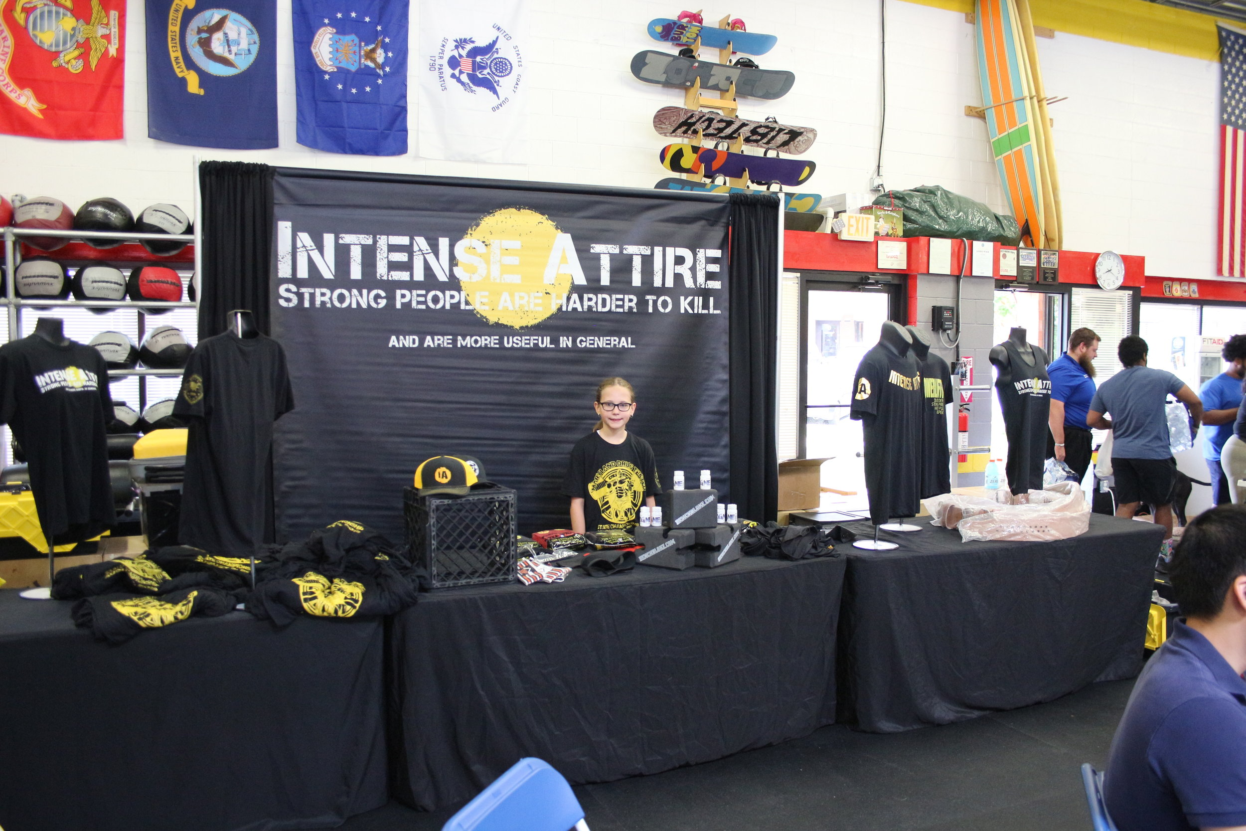 Sloane working the Intense Attire booth this past weekend during the Drug Tested Maryland State Championships.