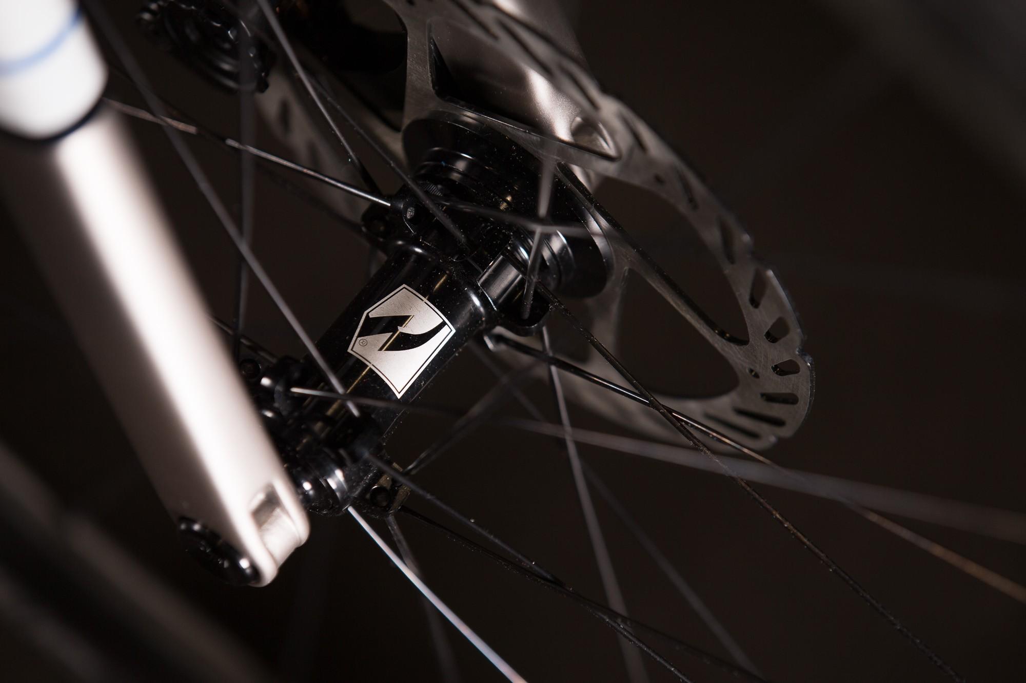 2016-NAHBS-Strong-Disc-Road-Bike-with-SRAM-RED-eTap-13-1335x890@2x.jpg