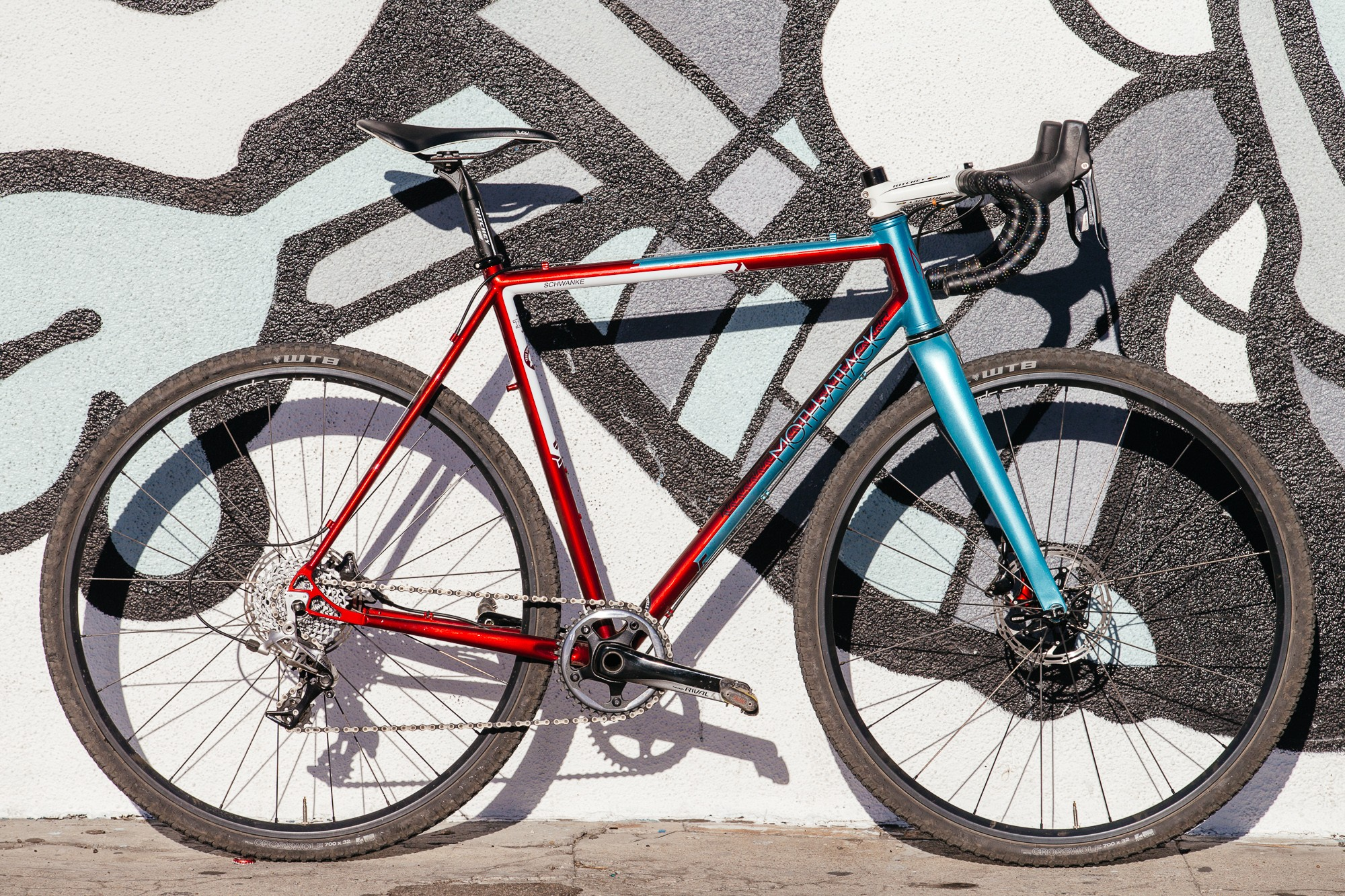 Ericas-Moth-Attack-CX-Team-Bike-10-1335x890@2x.jpg