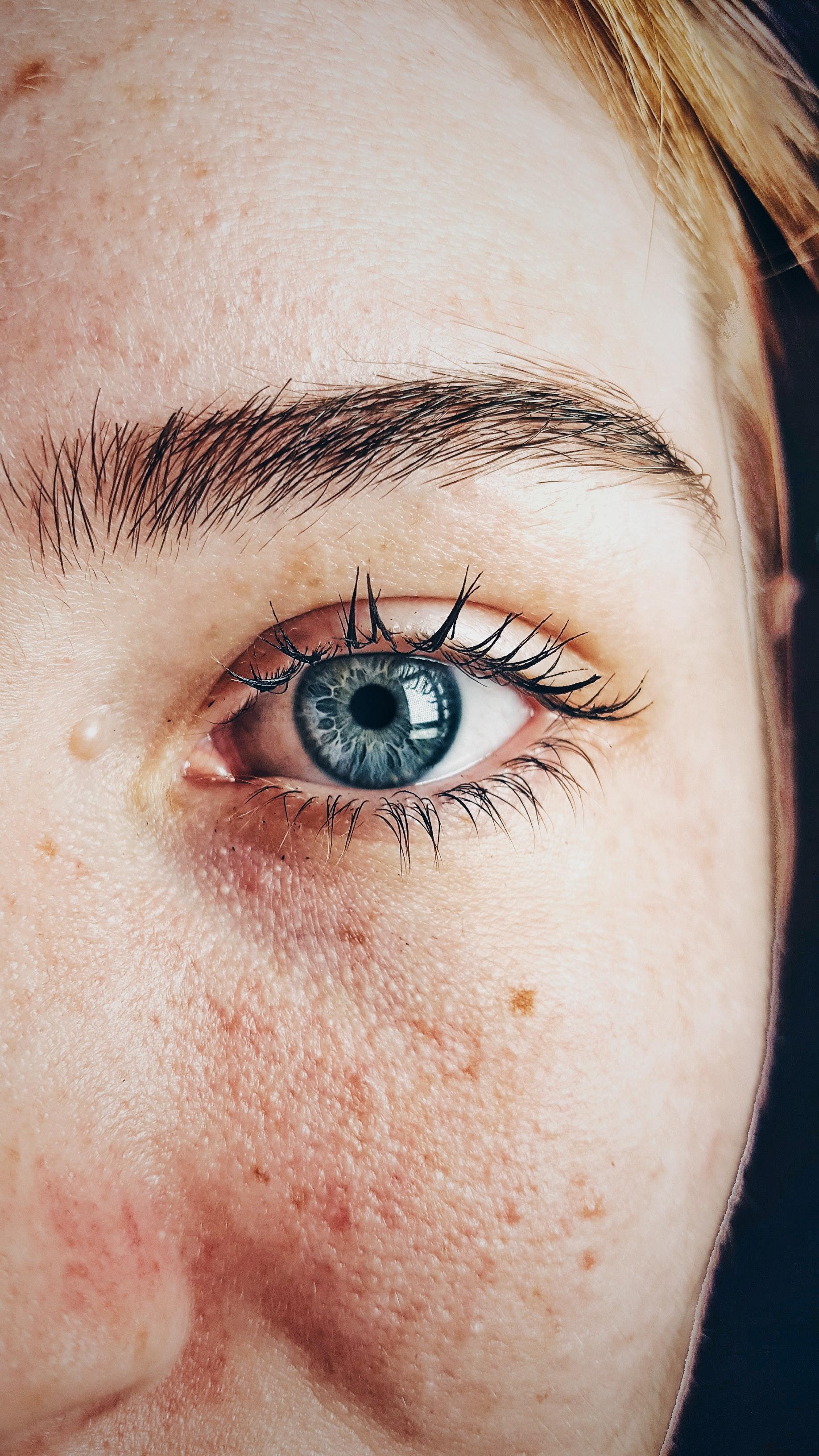 beautiful-blue-eyes-close-up-609549.jpg