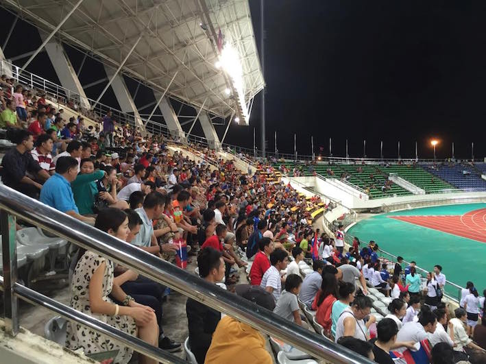 eatdrinklaos-soccer-laos-supporters