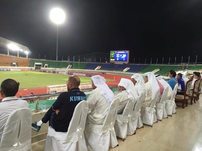 eatdrinklaos-soccer-kuwait-supporters2