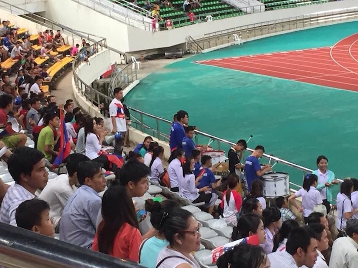 eatdrinklaos-soccer-laos-supporters2