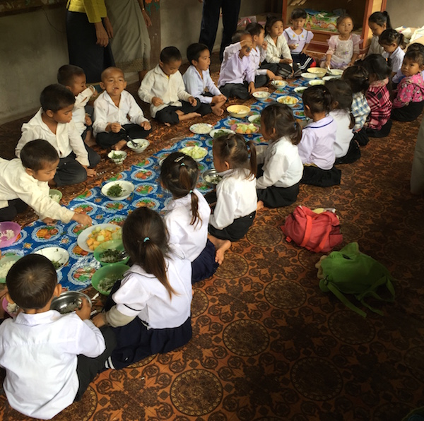 eatdrinklaos-school-kids-eating.jpg