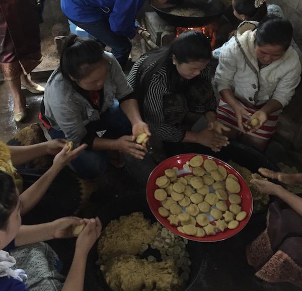 eatdrinklaos-schoolmeals-women-cooking.jpg