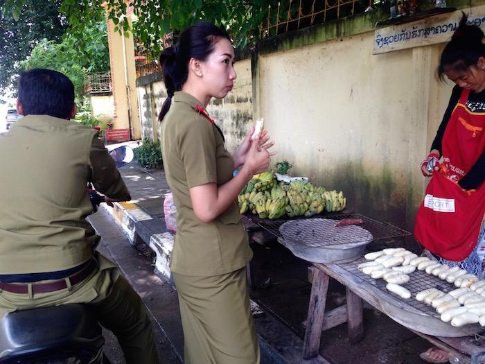 eatdrinklaos-streetfood-grilled-bananas3
