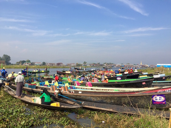 Floating markets at Nyuang Shwe