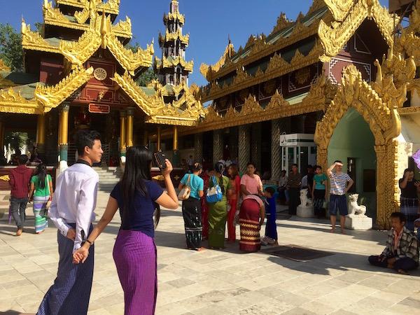 eatdrinklaos-myanmar-shweddagon11