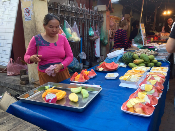 eatdrinklaos-luang-prabang-night-markets-fruit