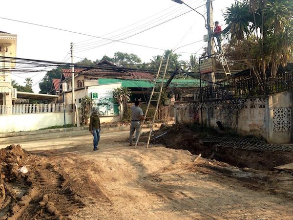 eatdrinklaos-roadworks-vientiane-wires