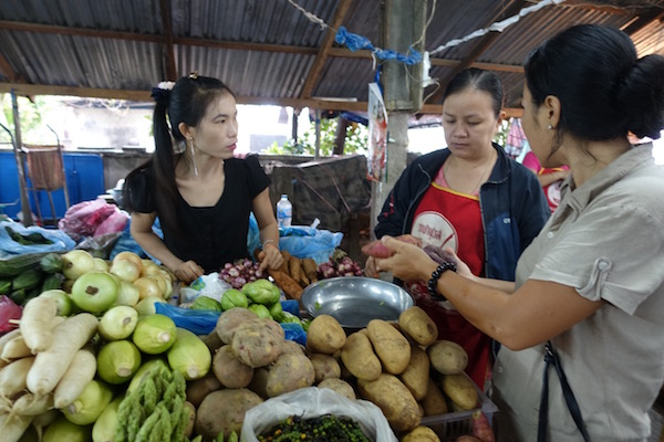 eatdrinklaos-vientiane-market-103-veggies