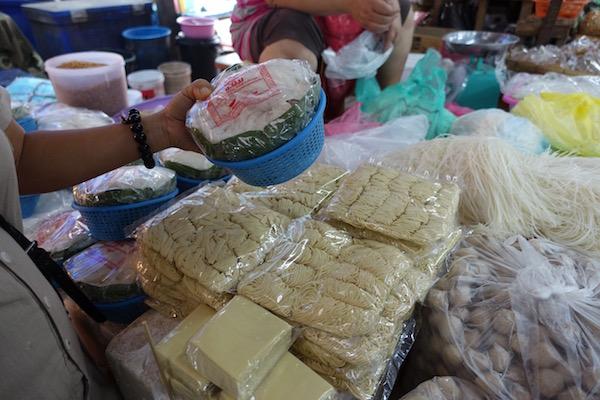 Eatdrinklaos-vientiane-market-103-noodles