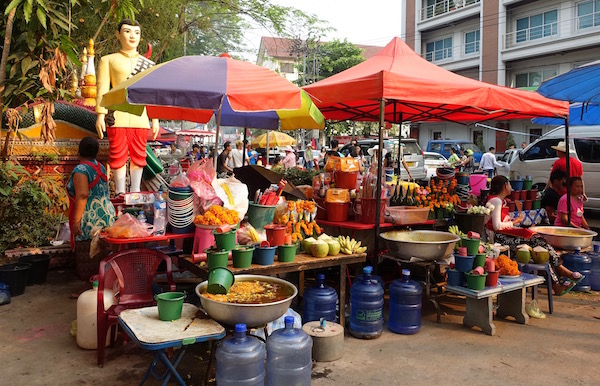 You can also buy garlands of marigolds, incense, coconuts, bananas, and various other offerings for the temple