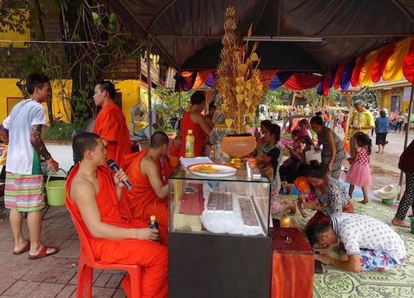 eatdrinklaos-vientiane-pi-mai-temples-baci