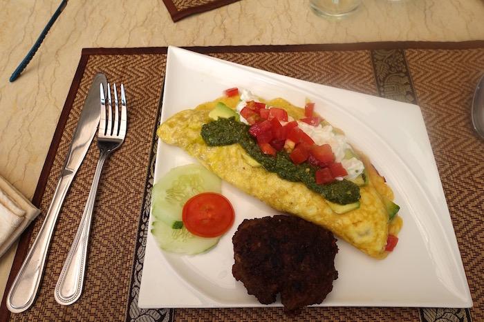 eatdrinklaos-rays-capitol-grille-omelette