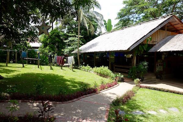 eatdrinklaos-luang-prabang-ockpoptok-outside