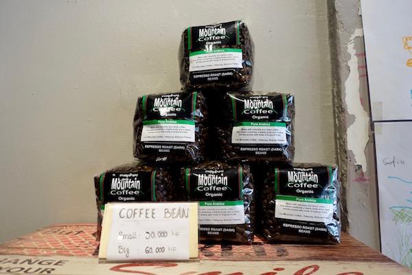 eatdrinklaos-vientiane-comma-coffee-beans