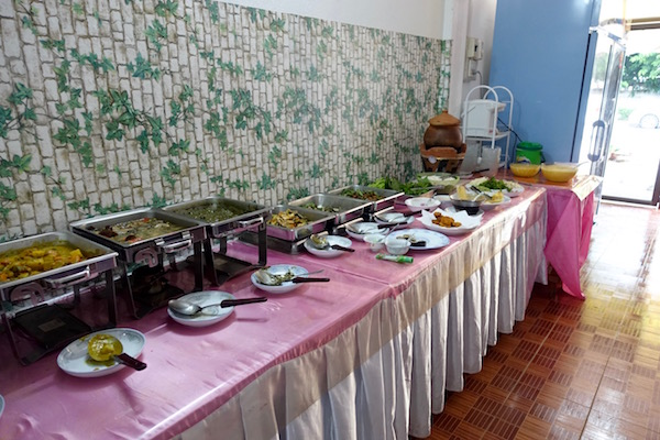 Vegetarian in Vientiane, Laos? The Veggie Buffet - a great spread of genuine Lao vegetarian dishes - cooked fresh every day | Eat Drink Laos http://eatdrinklaos.com/blog/vientiane-veggie-buffet