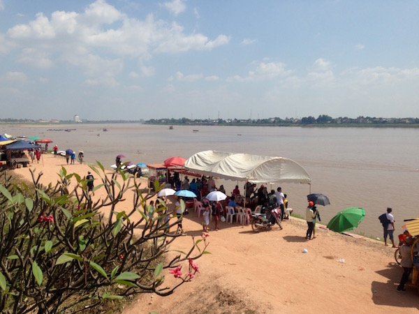 October in Laos brings the Boat Racing Festival, a big, riverside party for the whole country. In Vientiane it's hot, humid and a lot of fun. Eat Drink Laos http://eatdrinklaos.com/blog/southern-laos-champasak-boat-racing