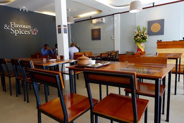 eatdrinklaos-vientiane-restaurant-flavours-spices-inside
