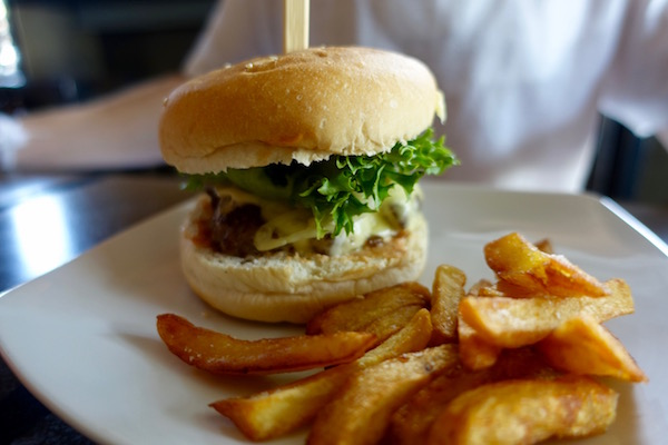 Craving a blue cheese burger? Thick cut fries and the best brownie in town? You'll want to head to Vientiane favourite, Sputnik Burger | Eat Drink Laos http://eatdrinklaos.com/blog/vientiane-sputnik-burger