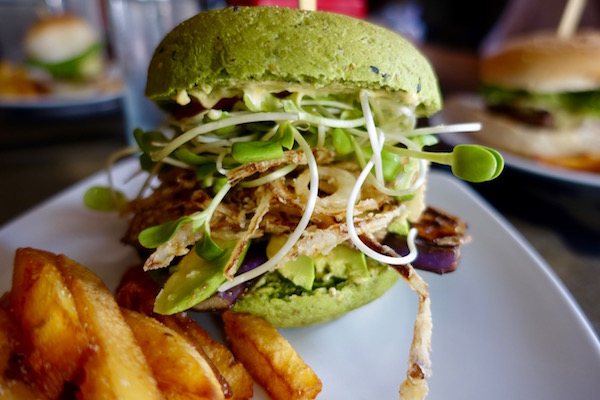 Craving an avocado and eggplant veggie burger? Thick cut fries and the best brownie in town? You'll want to head to Vientiane favourite, Sputnik Burger | Eat Drink Laos http://eatdrinklaos.com/blog/vientiane-sputnik-burger
