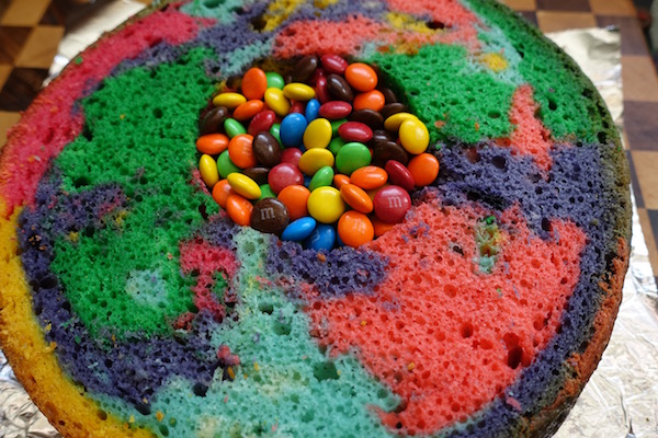 eatdrinklaos-rainbow-pinata-cake-surprise