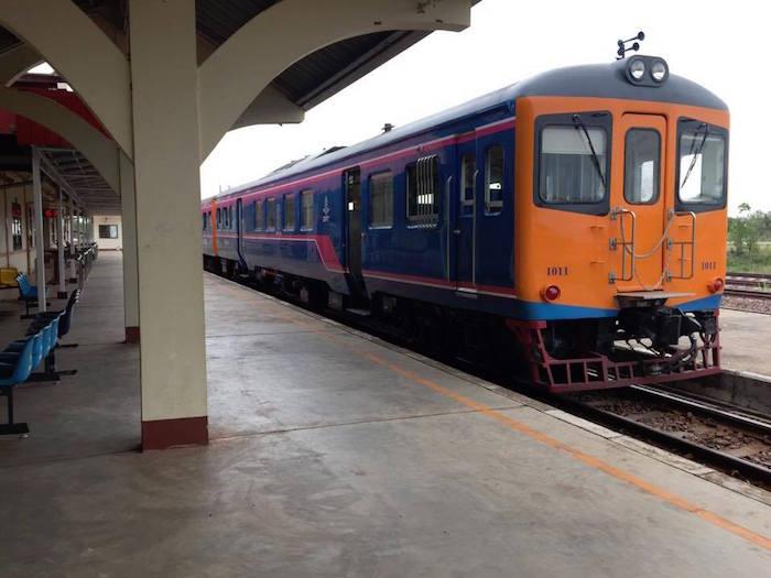 eatdrinklaos-train-bangkok-thana-leng