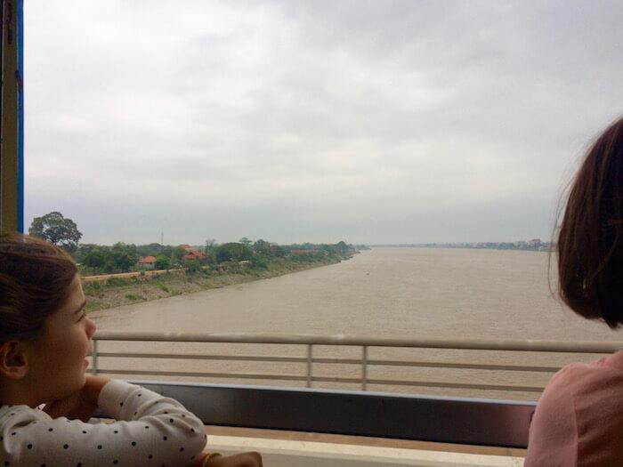 eatdrinklaos-train-bangkok-friendship-bridge