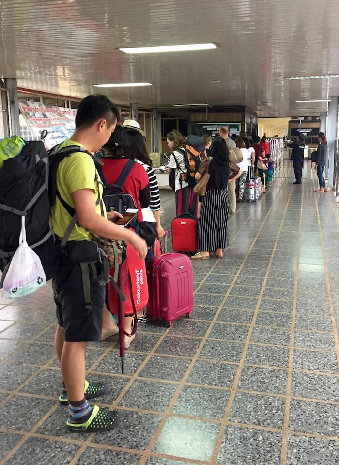 eatdrinklaos-train-bangkok-immigration