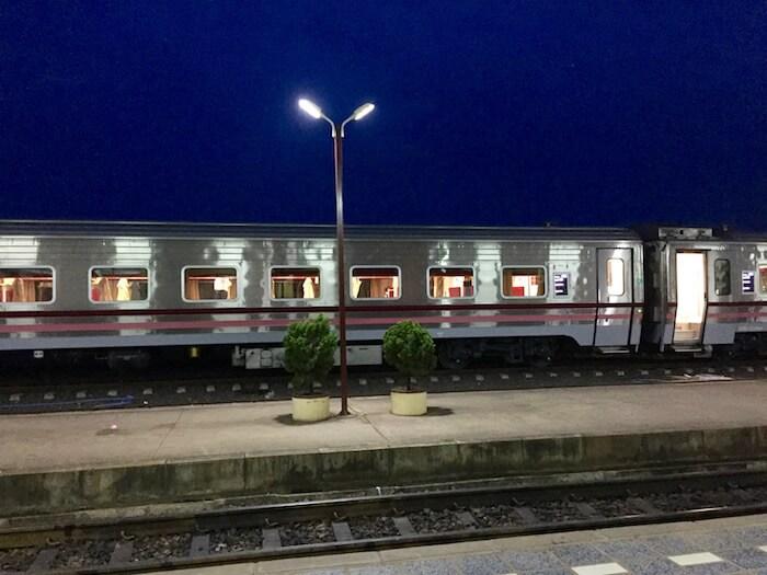 eatdrinklaos-train-bangkok-chinese-train