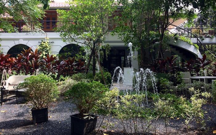 eatdrinklaos-train-bangkok-gardens