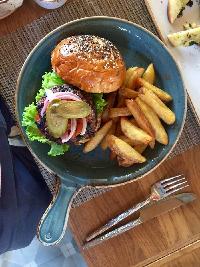 eatdrinklaos-luang-prabang-azerai-bistro-burger