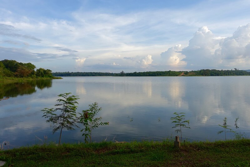 eatdrinklaos-vientiane-lao-lake-house-view