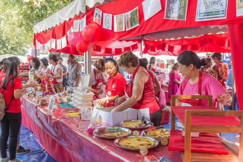 eatdrinklaos-vientiane-wig-bazaar-cake-stall