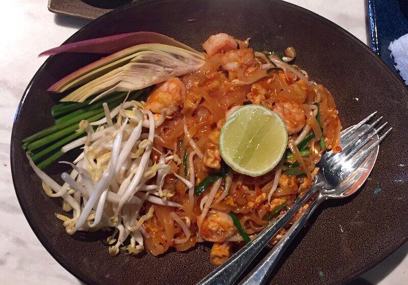 Tasty Thai and Asian flavours at the 3 Merchants restaurant, Crowne Plaza Vientiane | Image © Eat Drink Laos 2018 https://eatdrinklaos.com/blog/vientiane-3-merchants-restaurant