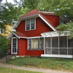 402 Glenwood 3 Bedroom House  • Screened-in Porch • Cost-effective Util • Free Laundry • Half-Blk from Moss