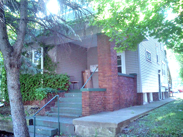 AVAILABLE - 1023 N UNIVERSITY • 7 BR