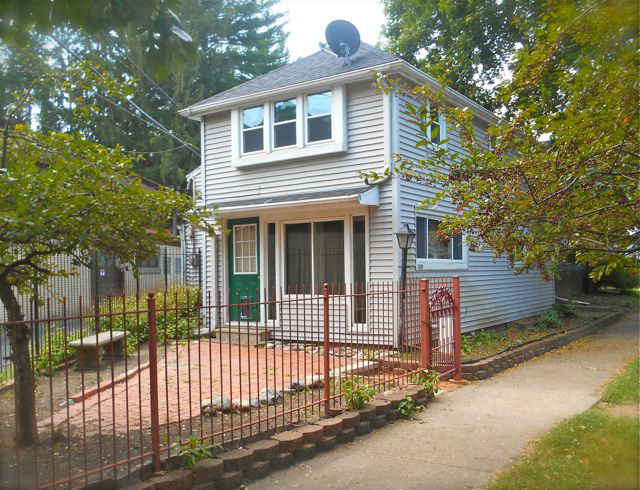 AVAILABLE 1504 Callender • 2 BR