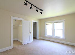 1608 Fredonia-livng room.jpg