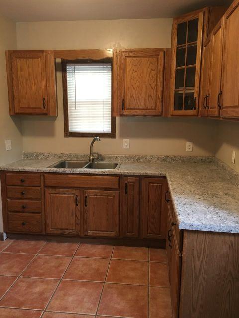 1819 kitchen.jpg