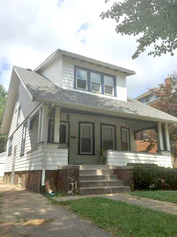 1711 Barker 2-3 Bedroom House  • Free Laundry • Open Staircase • Keyed Bdrm Doors • Updates!