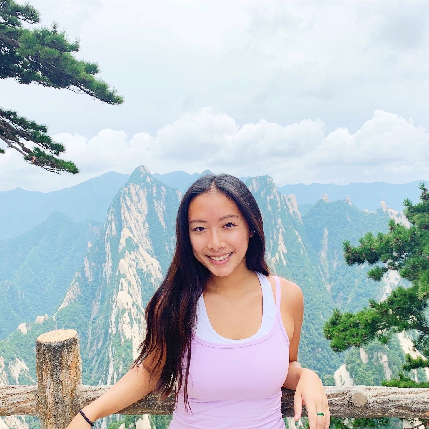"""Kim Hua    Pronouns:  She/her/hers   Academic Year:  Freshman   Major:  Biology on the Pre-Med Track   Hometown:  Philadelphia, PA   Cultural Identity:  Chinese American  """"Exploring, working out, shopping, eating, and just having a good time"""""""