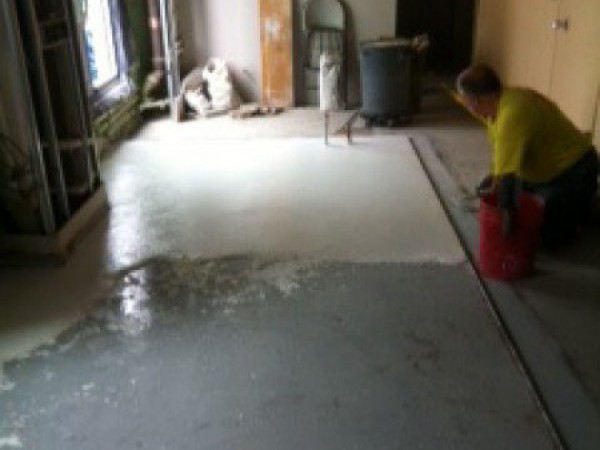 Step 7  - Trawling on epoxy aggregate mixture over epoxy base (over sand)