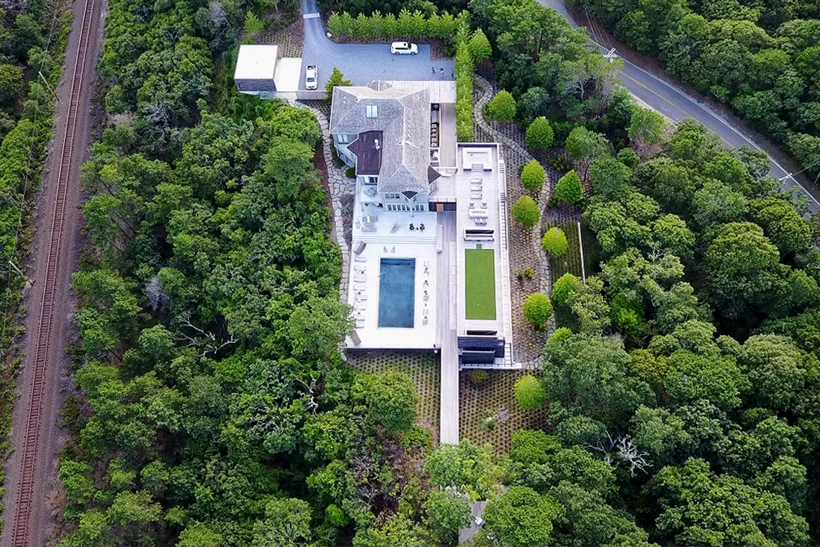 res4-resolution-4-architecture-modern-modular-house-prefab-amagansett-addition-exterior-site-aerial-view.jpg