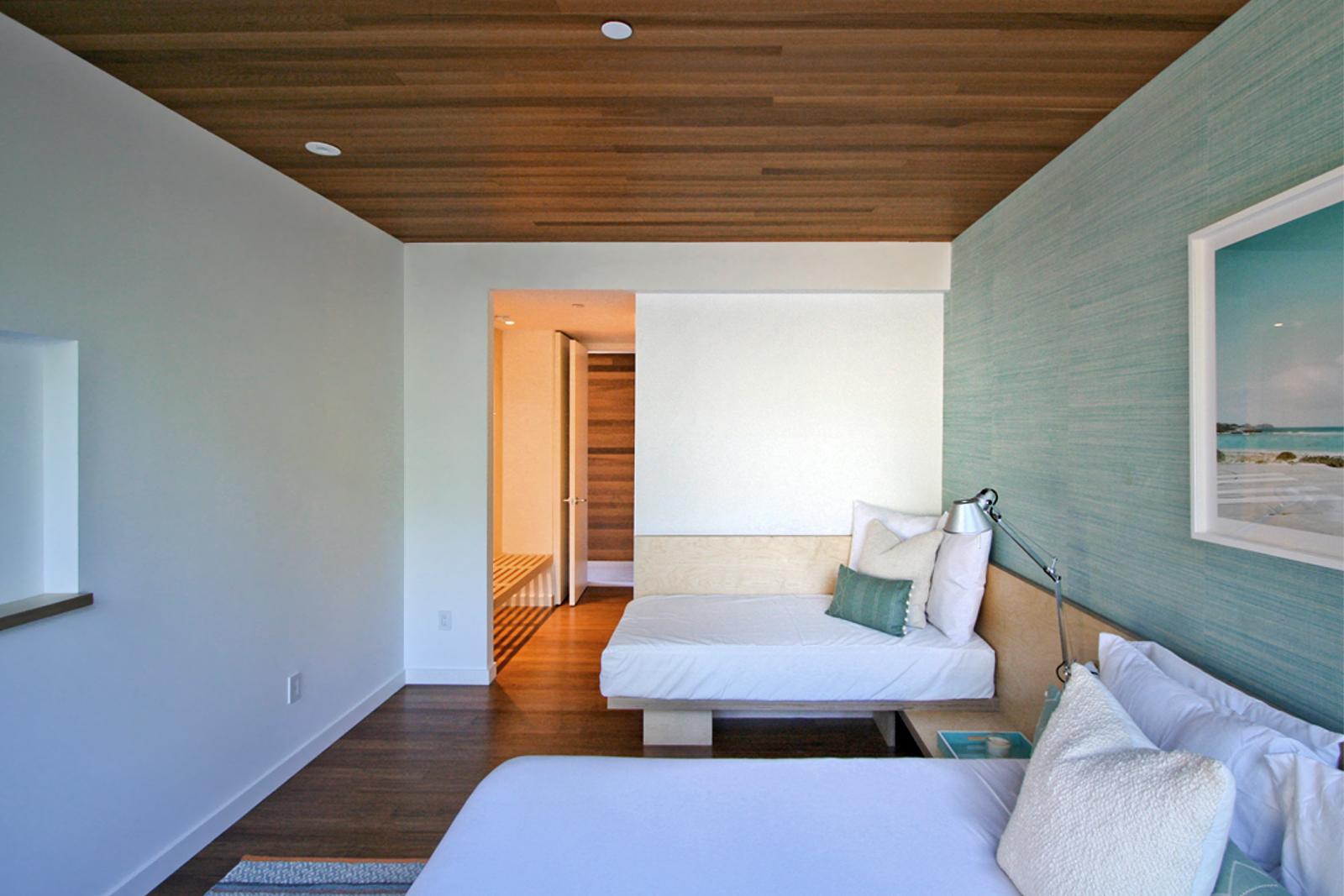 res4-resolution-4-architecture-modern-modular-house-prefab-amagansett-addition-bedroom-perspective-01.jpg