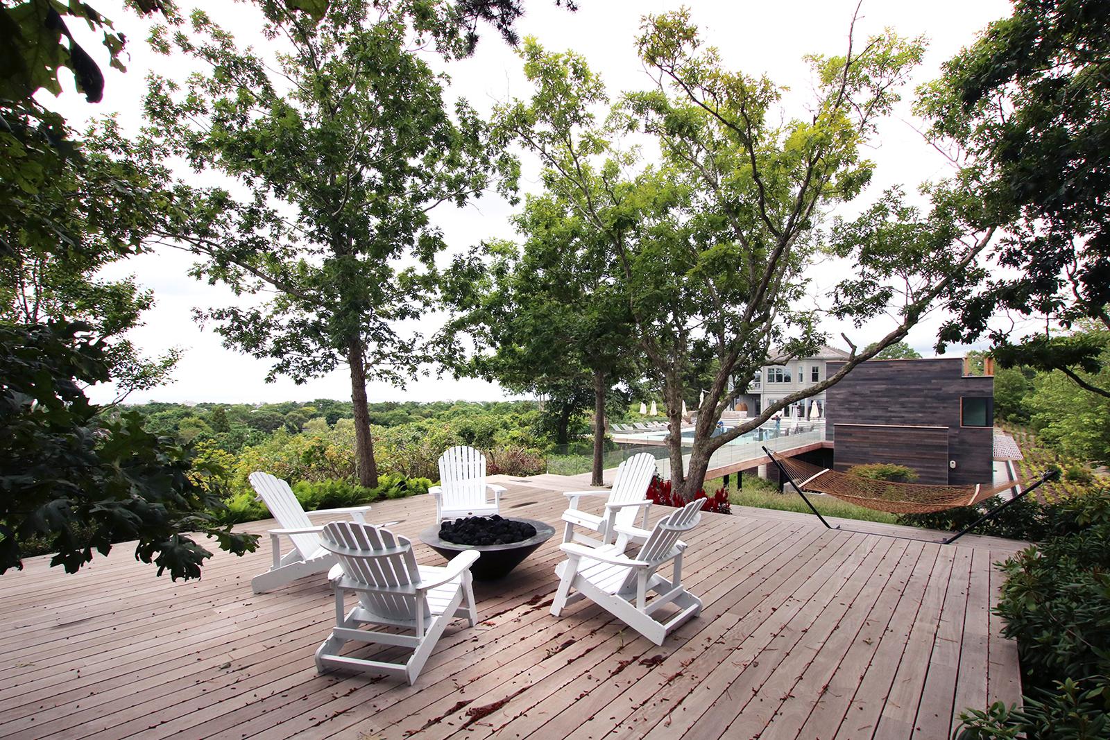 res4-resolution-4-architecture-modern-modular-house-prefab-amagansett-addition-exterior-deck-terrace-lounge.jpg
