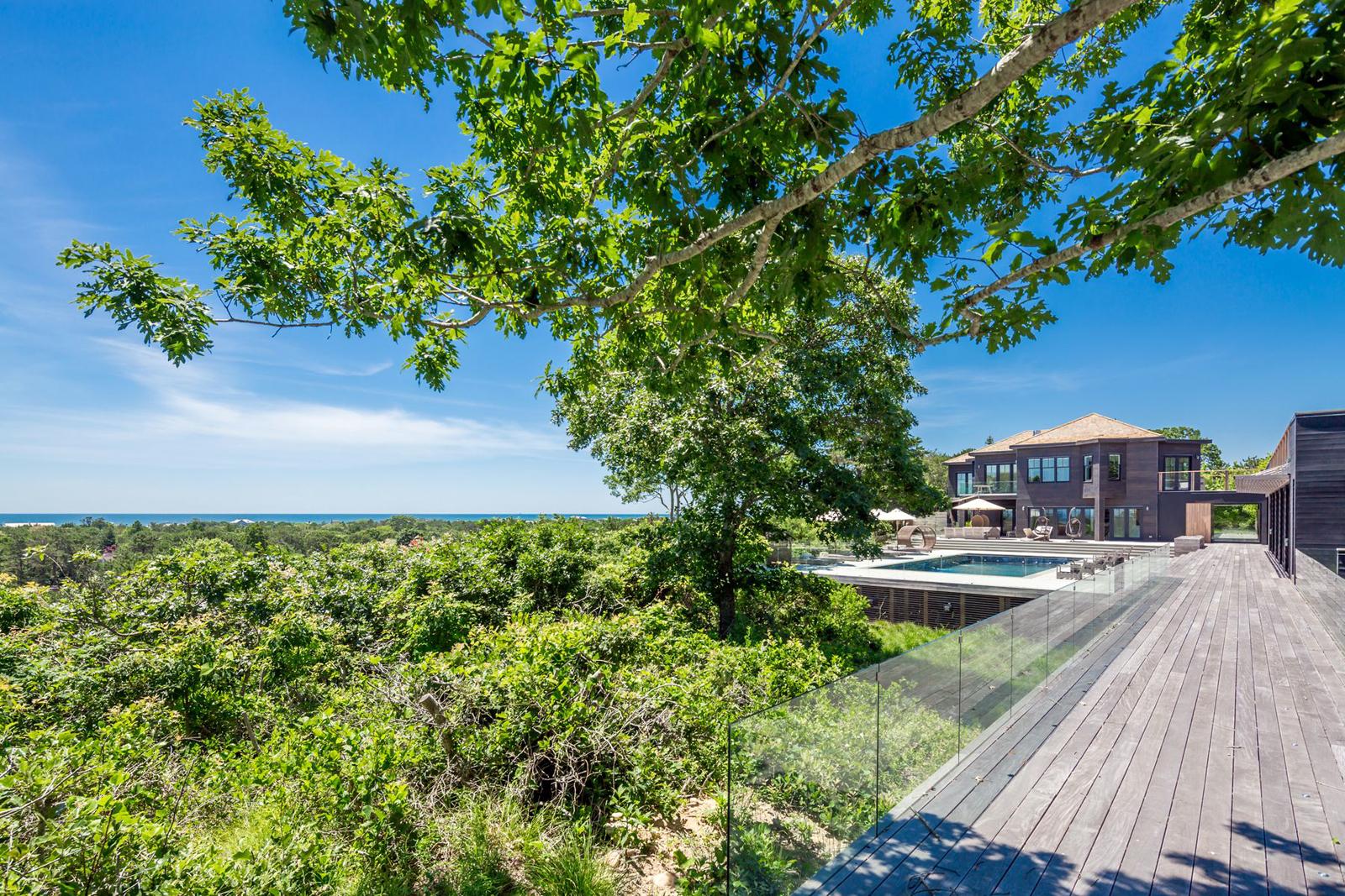 23-res4-resolution-4-architecture-modern-modular-house-prefab-amagansett-addition-exterior-view.jpg